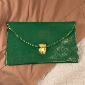 Green clutch with optional gold chain